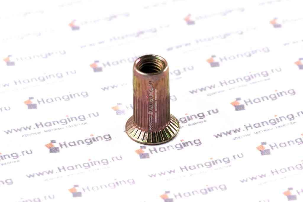 Заклепка с внутренней резьбой М4 длиной 13 мм цилиндрическая с рифлением с потайным фланцем из стали