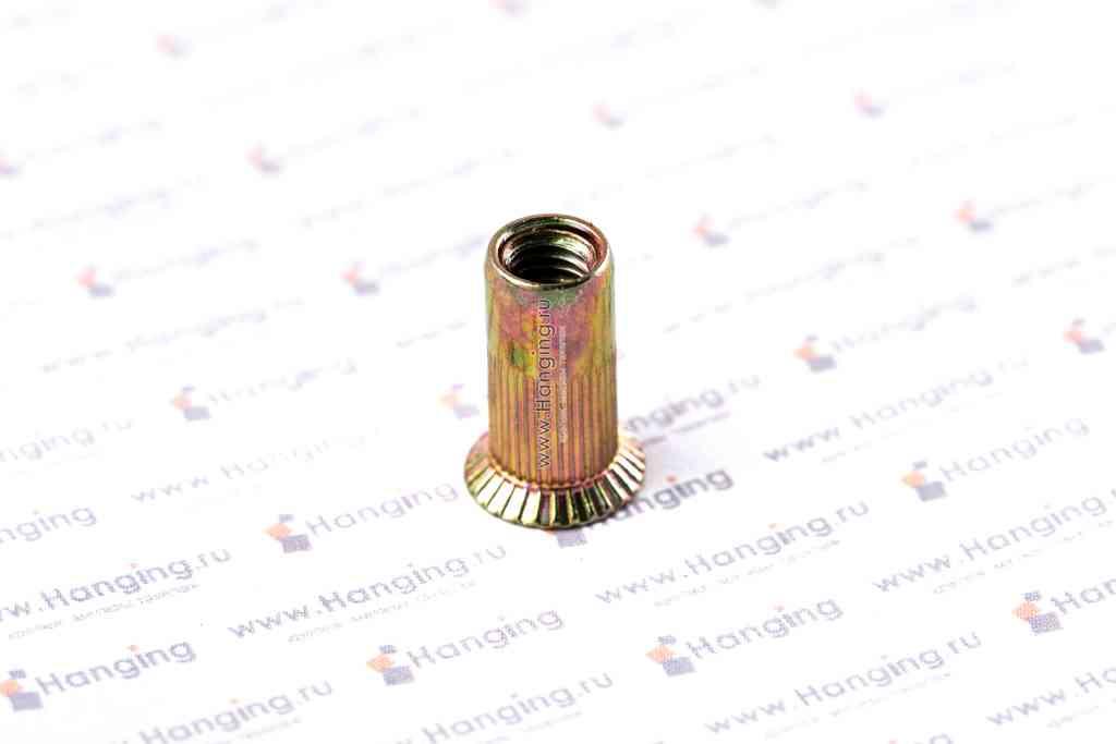 Заклепка с внутренней резьбой М5 длиной 15 мм цилиндрическая с рифлением с потайным фланцем из стали