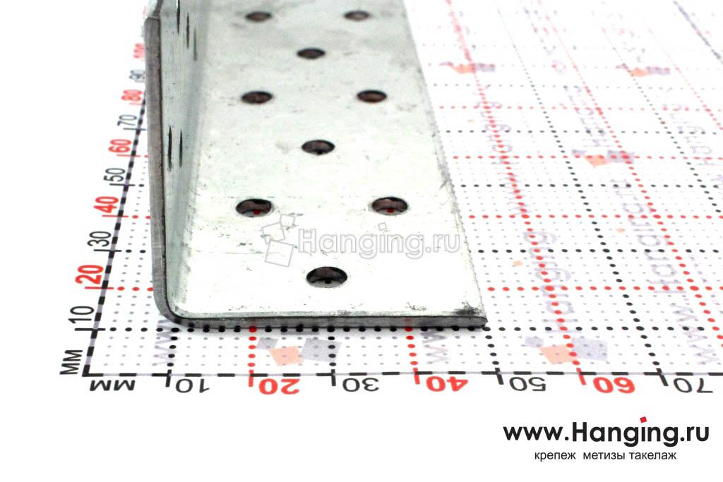 Размеры сторон уголка перфорированного 40х40х140