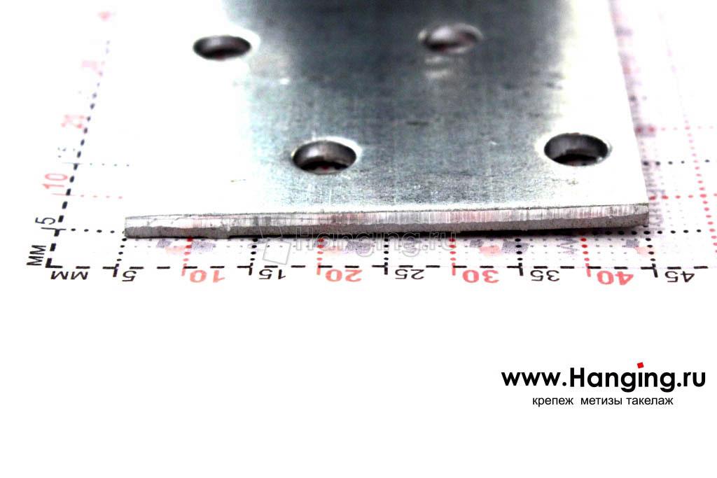 Равносторонний металлический перфорированный уголок 80х80х40х2