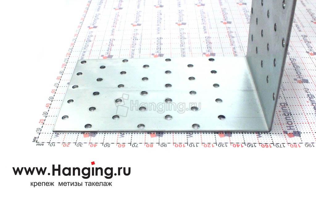 Сторона 160 миллиметров перфорированного уголка шириной 100 мм