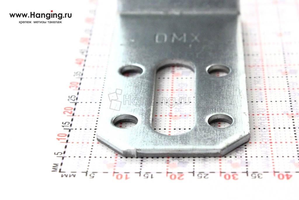 Уголок со скользящими отверстиями шириной 30 мм