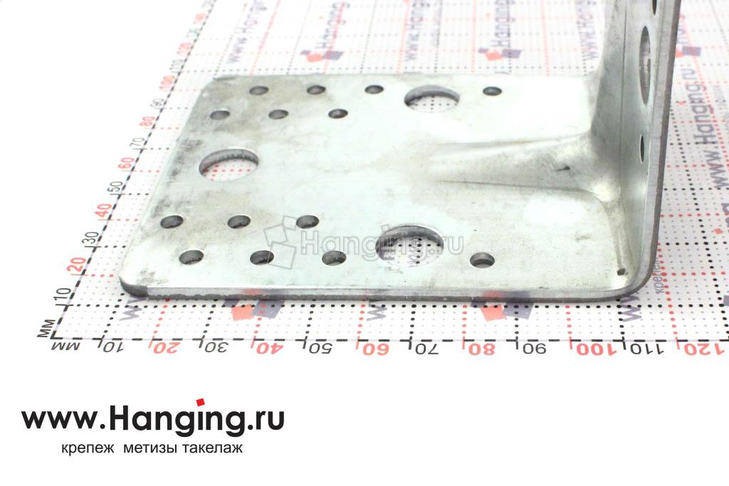 Уголок длиной 105 мм толщиной 2,5 мм